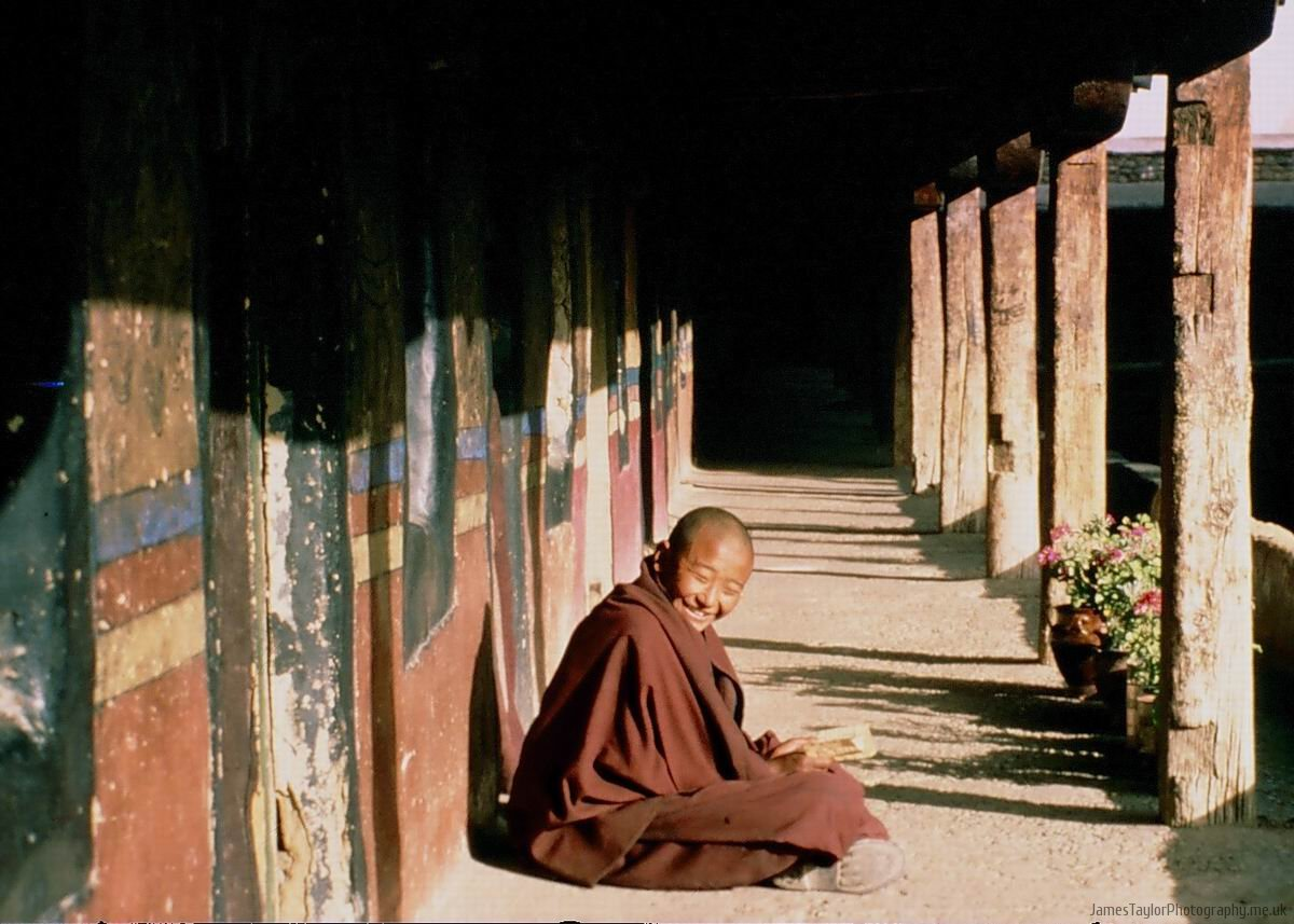 travel-tibet-monk