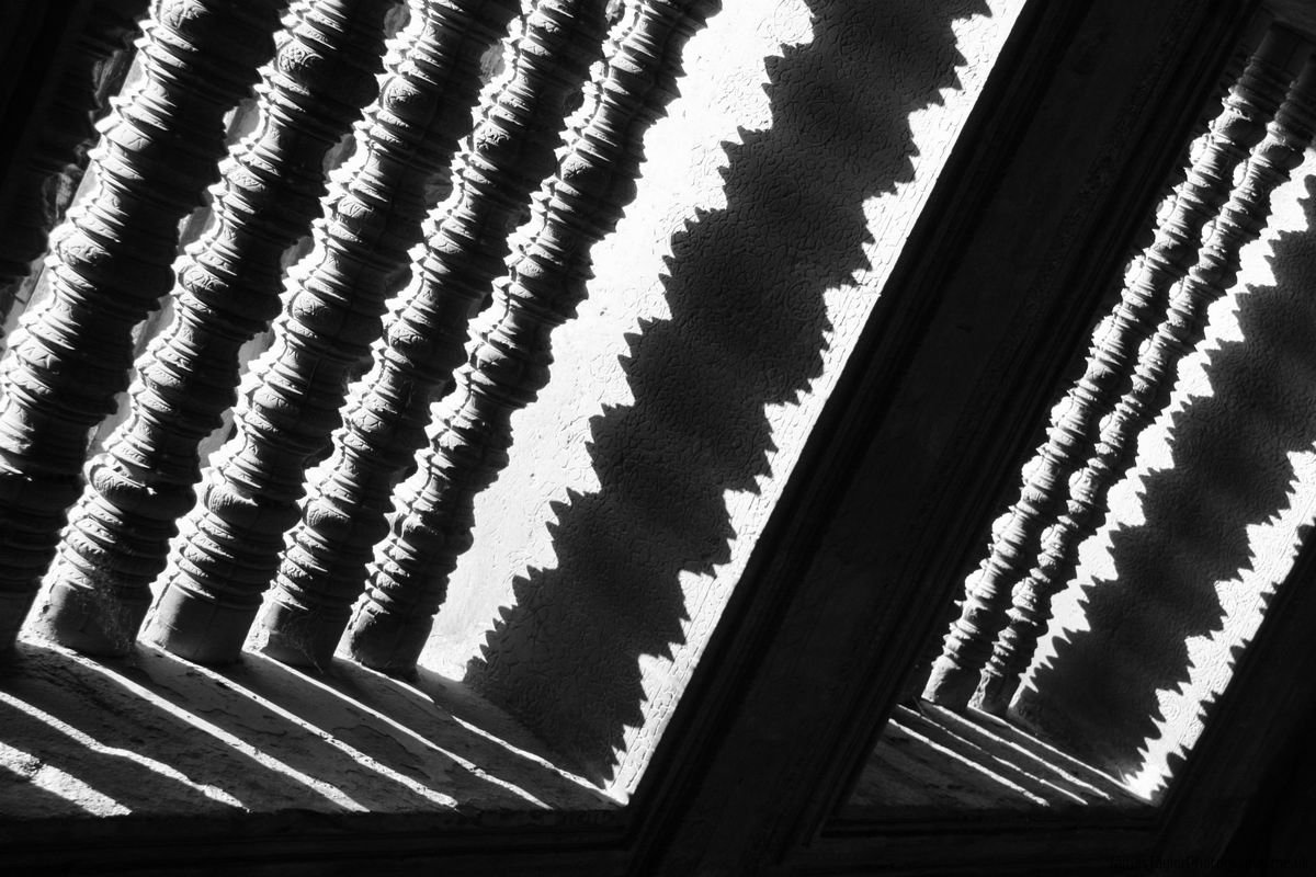 pattern-bw-angkotr-shadows